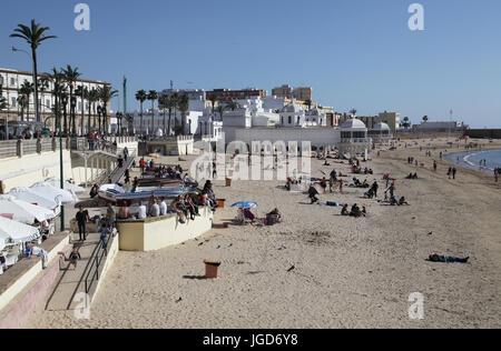 Cadix et cafés côté rue.Andalousie Espagne.