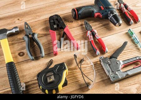Instruments sur table en bois Banque D'Images