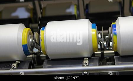 Tissu Textile machines de fabrication dans le travail. Banque D'Images