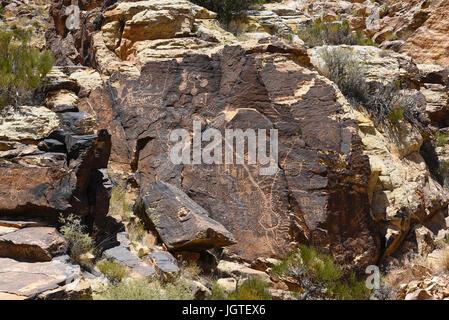 PAROWAN, Utah - le 29 juin 2017: Parowan Gap pétroglyphes. Au bord de la Salt Lake peu à sec, se trouve un fossé naturel dans les montagnes couvertes de hun