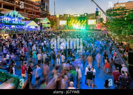 Montréal, Canada - 5 juillet 2017 - stade td et foule pendant la performance live au festival de jazz de Montréal Banque D'Images
