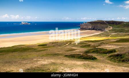 L'Anse de Pen-Hat plage sur la Presqu'ile de Crozon, Parc naturel régional d'Armorique. Département Finistère, Crozon. Banque D'Images