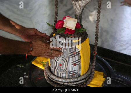 La dévotion dans Reti Raman temple hindou. L'Inde. Banque D'Images