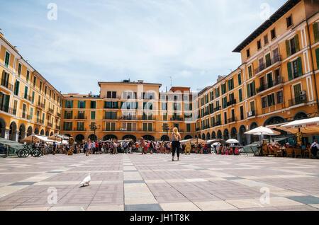 Palma de Majorque, Espagne - 27 mai 2016: les artistes de rue sur le marché à la Placa Major Banque D'Images