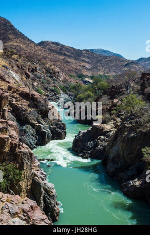 Epupa Falls sur la rivière Kunene, à la frontière entre l'Angola et la Namibie, Namibie, Afrique