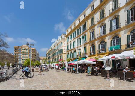 Restaurants et cafés sur la Plaza de la Merced, Malaga, Costa del Sol, Andalousie, Espagne, Europe Banque D'Images