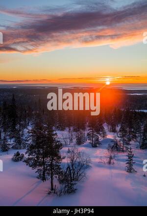 Lever du soleil d'hiver en Finlande Banque D'Images