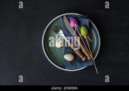 Table de fête pour le dîner de Pâques Fête Banque D'Images