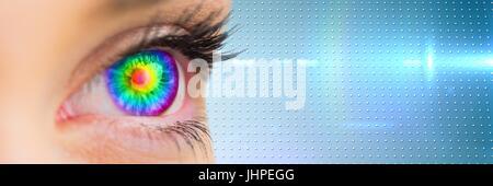 Digital composite de Close up of eye avec rainbow iris bleu et transition de haute technologie à puce Banque D'Images
