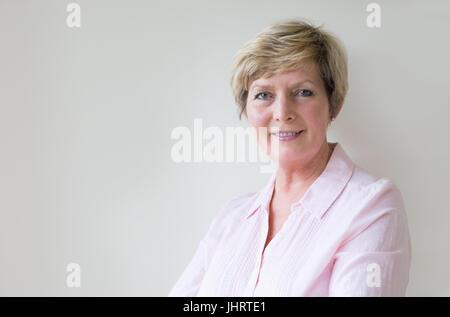 Belle blonde mature woman smiling Banque D'Images