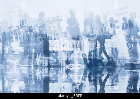 Les gens d'affaires double exposition avec réflexion, abstract silhouettes de foule, concept background Banque D'Images