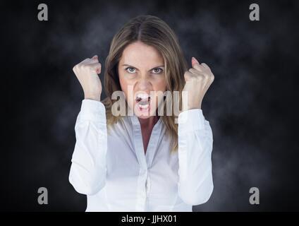 Femme d'affaires en colère contre mist Banque D'Images