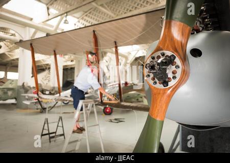 Duxford Cambridgeshire, Royaume-Uni. 20 juillet, 2017. Un rare première Guerre Mondiale De Havilland DH9 pour les bombardiers a été entièrement restauré et il est maintenant en cours d'assemblage pour l'affichage et vol à l'Imperial War Museum. L'avion a 100 ans, en cours d'assemblage dans un WW1 cintre sur le 100e anniversaire de l'Imperial War Museum. L'avion est le seul au Royaume-Uni et a été restauré après avoir été trouvés dans un éléphant stable à la Palace de Bikaner, Rajasthan, Inde. Credit: Julian Eales/Alamy Live News