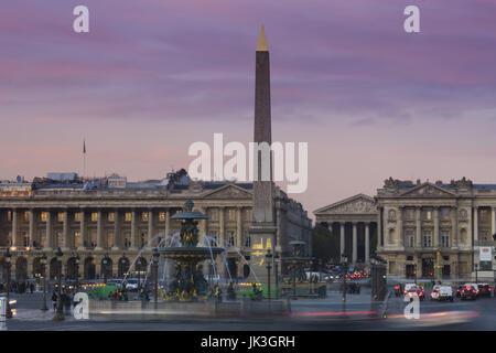 France, Paris, Place de la Concorde, au crépuscule Banque D'Images