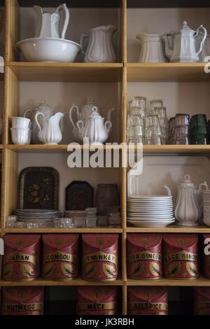 USA, West Virginia, Harpers Ferry, Parc historique national Harpers Ferry, étagère en magasin Banque D'Images
