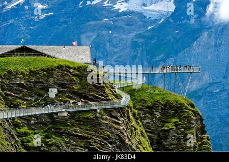Première plate-forme de montagne falaise à pied par Tissot, Grindelwald, Oberland Bernois, Suisse Banque D'Images