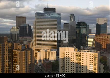 USA, Minnesota, Minneapolis, Skyline, Abendstimmung Banque D'Images