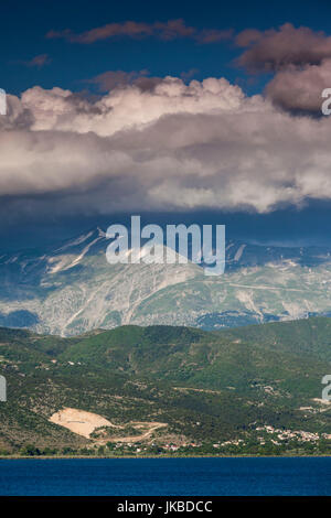 La Grèce, l'Epire Ioannina, région, la fin de l'après-midi la lumière sur le lac Pamvotis