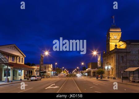 L'Australie, l'ouest de l'Australie, le sud-ouest, Albany, sur la ville de York Street, soir Banque D'Images