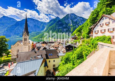 Hallstatt, Autriche. Village de montagne dans les Alpes autrichiennes. Banque D'Images