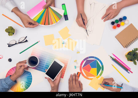 Concept de l'équipe de créateur réunion de planification de brainstorming
