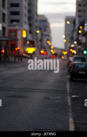 Photo Moody d'une rue dans le centre d'affaires de (CBD) le Cap, tourné en début de matinée. DOF peu profond. Banque D'Images