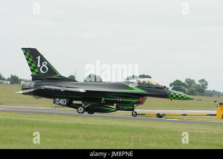 En avion de chasse F-16 Falcon