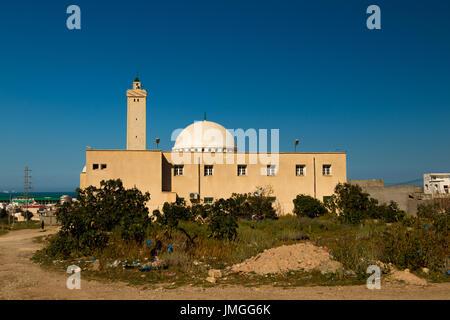 Une mosquée sur le coucher du soleil en Tunisie Banque D'Images
