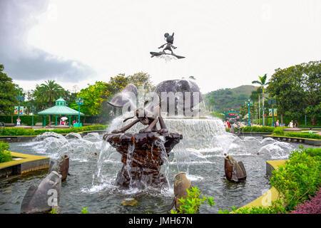 Statue fontaine à l'entrée de Disneyland Hong Kong park