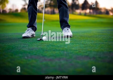 Sur le cours de golf golfeur Banque D'Images