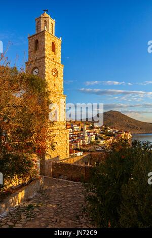 Vue du village sur l'île de Halki en Grèce. Banque D'Images