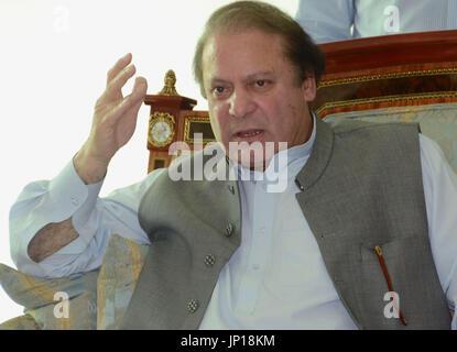LAHORE, Pakistan - l'ex-Premier Ministre pakistanais Nawaz Sharif parle lors d'un entretien avec la presse étrangère à Lahore le 13 mai 2013. (Kyodo)