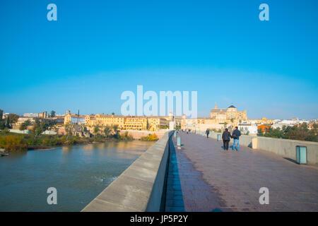 Sommaire du pont romain sur la rivière Guadalquivir. Cordoue, Espagne. Banque D'Images