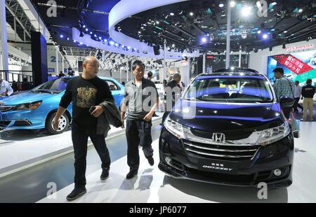 BEIJING, CHINE - le stand Honda Motor Co. est indiqué dans un fichier photo prise le 20 novembre 2014, à un niveau international motor show qui a eu lieu à Guangzhou, province de Guangdong, en Chine. Honda a annoncé le 8 janvier 2015, que ses ventes de voitures neuves en Chine a augmenté de 4,1 pour cent en 2014 pour atteindre un record de 788 276 véhicules annuels. (Kyodo)