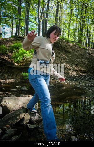 Jeune fille voyageant Banque D'Images