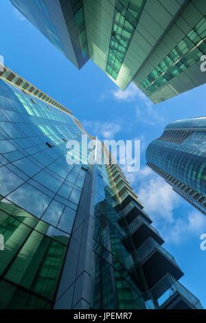 Les structures architecturales des bâtiments avec des fenêtres en verre vert à San Francisco, Californie, USA