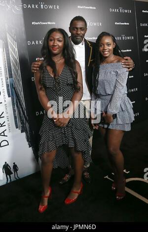 NEW YORK-JUL 31: (L-R), l'Idris Elba Elba Isan guest et assister à 'la Tour Sombre' projection spéciale au Musée Banque D'Images