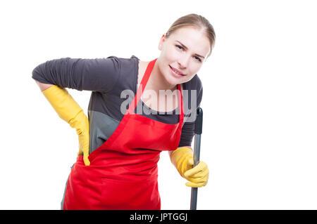 Jeune femme de ménage ayant mal au dos après avoir nettoyé et lavé le plancher sur fond blanc Banque D'Images