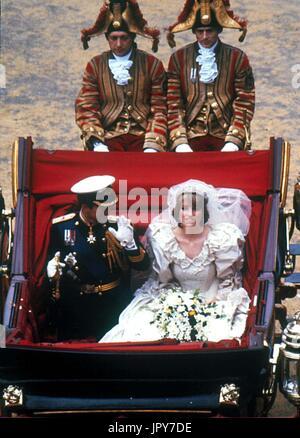 31 août 2017 marque 20 ans depuis la mort de la princesse Diana. La princesse Diana meurt de blessures graves dans les premières heures du 31 août 1997 après un accident de voiture à Paris. Sur la photo: 29 juillet, 1981 - La Princesse Diana et le Prince Charles jour de mariage. Globe Crédit: Photos/ZUMAPRESS.com/Alamy Live News
