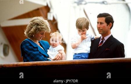 31 août 2017 marque 20 ans depuis la mort de la princesse Diana. La princesse Diana meurt de blessures graves dans les premières heures du 31 août 1997 après un accident de voiture à Paris. Photo: 1992 - La Princesse Diana et le Prince Charles, le Prince William et le prince Harry. Globe Crédit: Photos/ZUMAPRESS.com/Alamy Live News