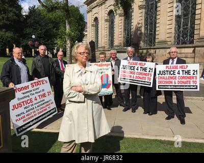 Julie Hambleton et autres pub de Birmingham à l'explosif de la campagne Justice4l21 group lancent un appel au crowd Banque D'Images