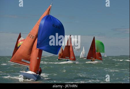 Cowes, UK. 4e août, 2017. La Semaine de Cowes Lendy bateau à toutes les classes de la classe Squib Crédit: Leo Banque D'Images