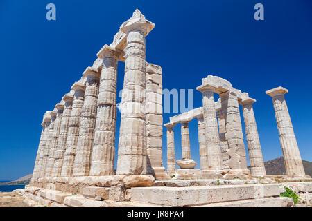 Le temple de Poséidon à Sounion, cape, sur des plus emblématiques et les plus populaires des sites archéologiques Banque D'Images