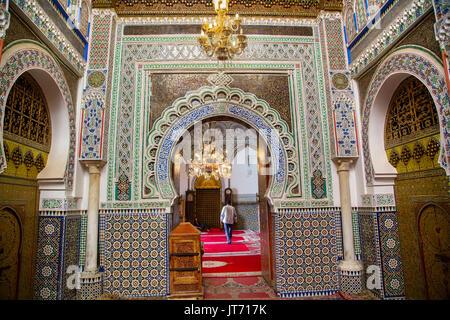 Moulay Idriss II Mosque. Souk, Médina de Fès, Fes el Bali. Le Maroc, Maghreb, Afrique du Nord Banque D'Images