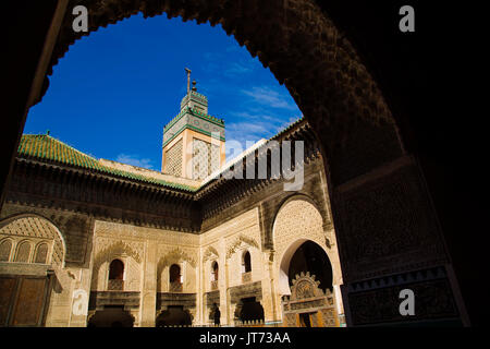 La Madrasa Bou Inania Medersa ou Bu Inaniya.Souk Médina de Fès, Fes el Bali. Le Maroc, Maghreb, Afrique du Nord Banque D'Images