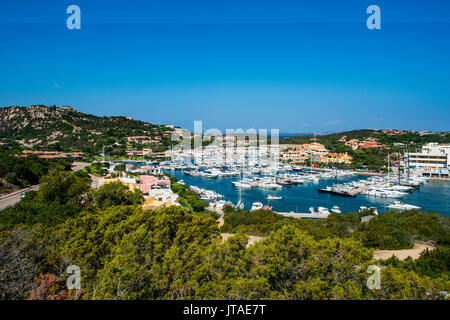 La baie de Porto Cervo, Costa Smeralda, Sardaigne, Italie, Méditerranée, Europe Banque D'Images