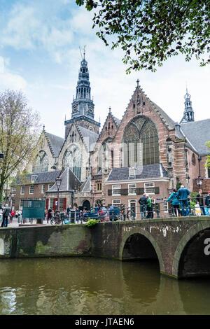 Oude Kerk, église du xiiie siècle et la plus ancienne d'Amsterdam, Pays-Bas, Europe Banque D'Images
