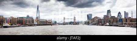 Panorama de Londres vu de Tamise avec le tesson, Tower Bridge et de la ville, Londres, Angleterre, Royaume-Uni, Banque D'Images
