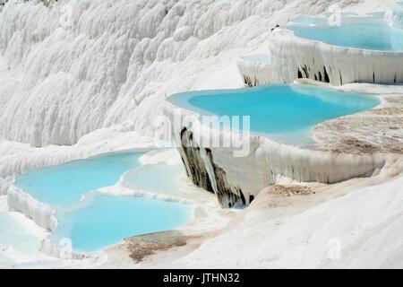 Pamukkale naturel plein d'eau des bassins Banque D'Images