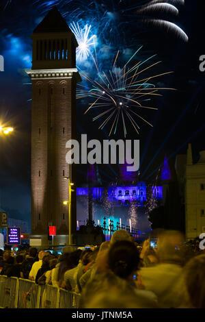 D'artifice dans Barcelone. Spectacle de musique et de lumière à l'occasion des cérémonies de clôture du Festival de la Merce